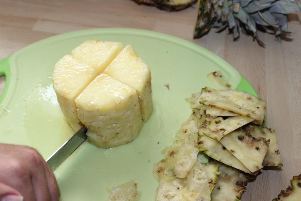 Ananas richtig schneiden Schritt 4