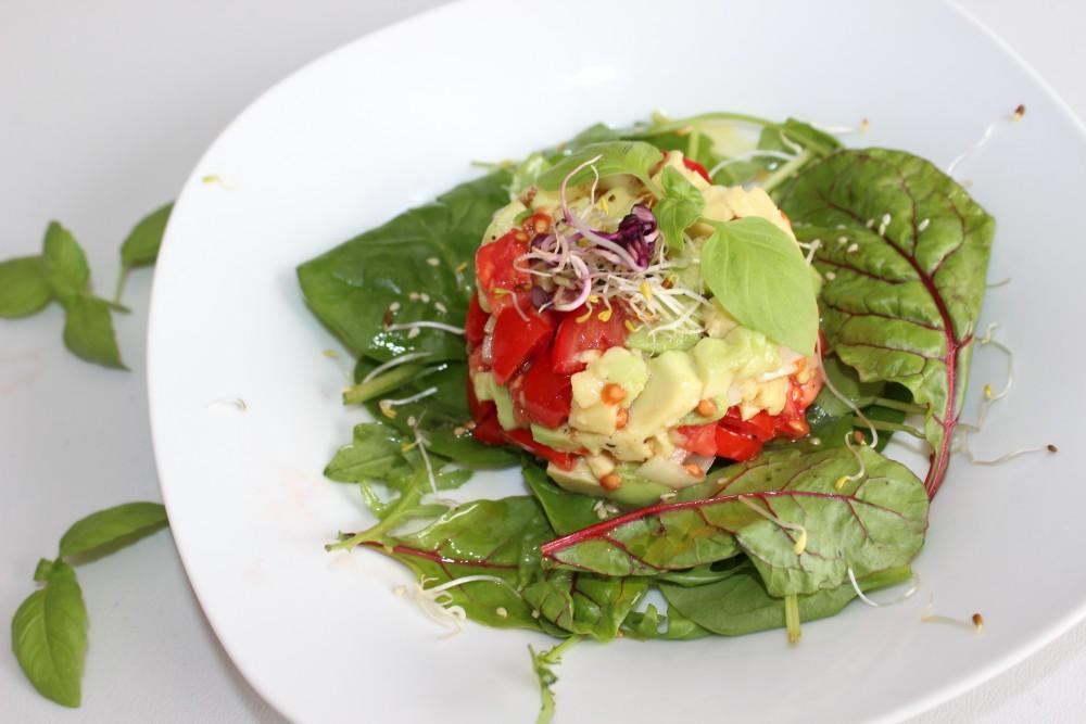 Avocado-Tomaten-Tartar mit Zitronenaroma