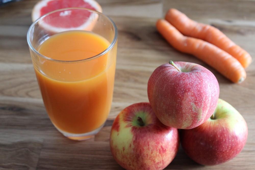 Apfel-Karotten-Saft mit Grapefruit