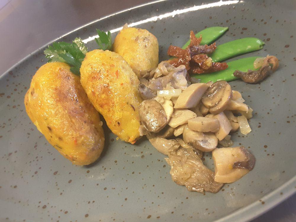 Kartoffel-Kürbis-Gnocchi mit gerösteten Pilzen