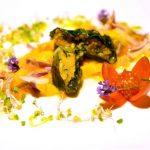 Süßkartoffel-Mangoldroulade auf süß-saurem Mangosalat