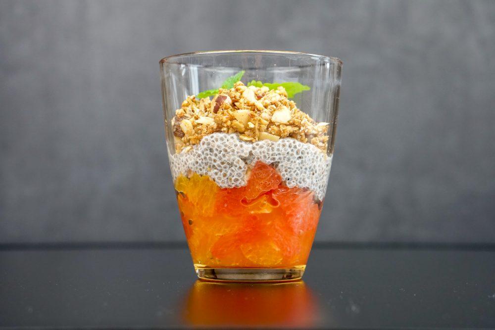 Zitrusfruchtsalat mit Chia & winterlichem Crunch