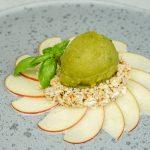 Nussmüsli mit Apfel & Basilikum-Zitronensorbet