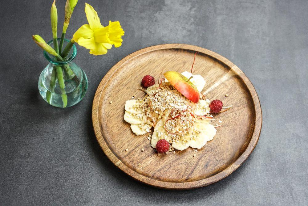 Basisches Frühstück: Müsli mit Apfel und Banane