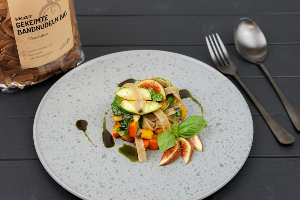 Gekeimte Nudeln mit Hokkaido, Zucchini & Feige