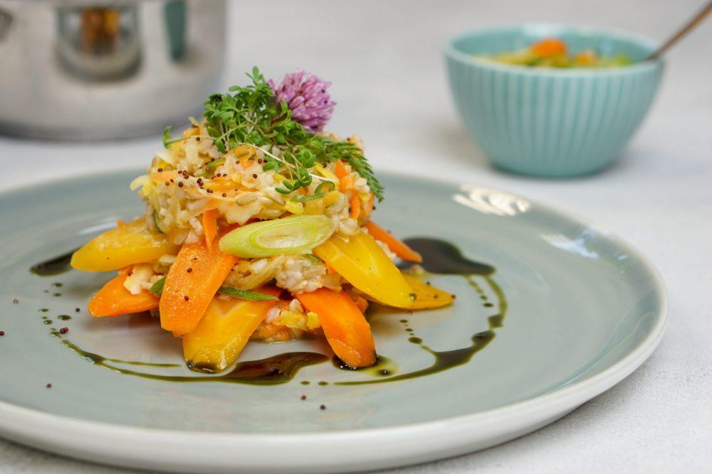 Lauwarmer Reissalat mit Wurzelgemüse
