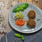 Gemüsefrikadellen mit gekeimten Belugalinsen