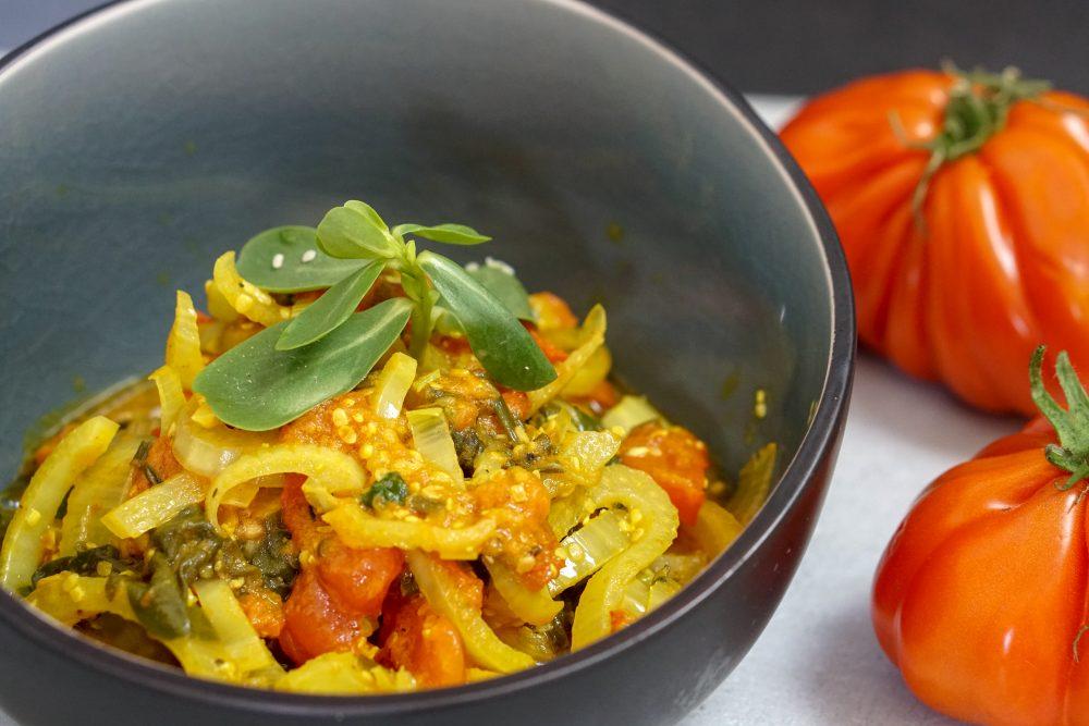 Fenchel-Tomaten-Gemüse mit Portulak-Spinat