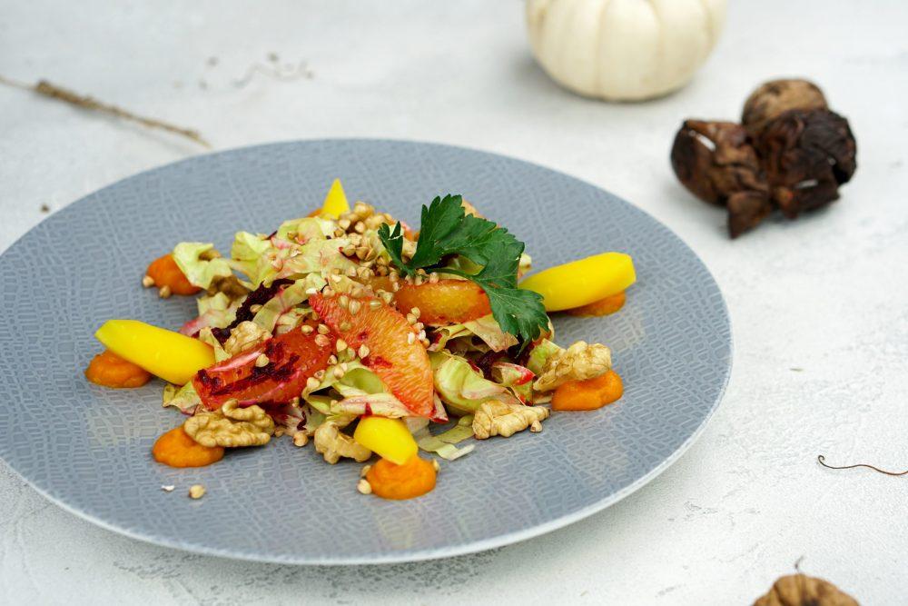 Zuckerhutsalat mit gekeimten Buchweizen, Orange & Rote Bete