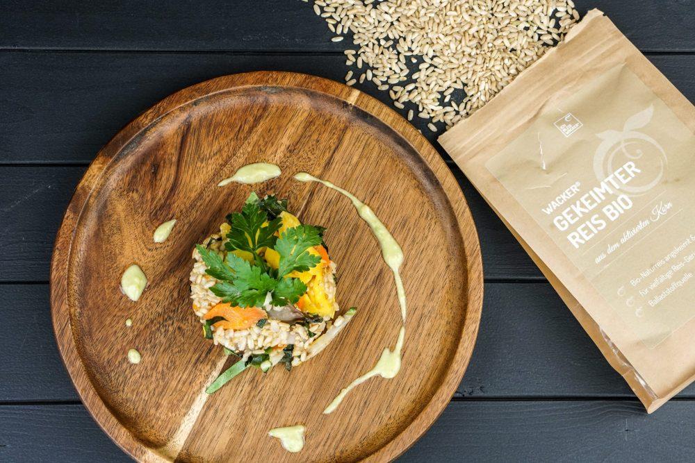 Mangold mit gekeimtem Reis und Sesam