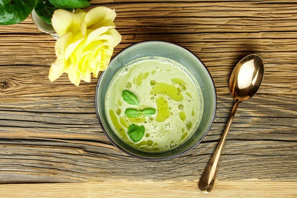 Basilikum-Limettensuppe