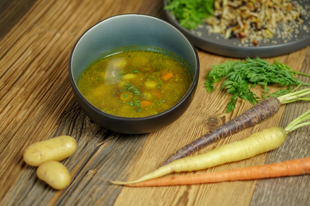 Bunte basische Karottensuppe