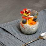 Mandelmilch-Chia-Pudding mit Aprikosen