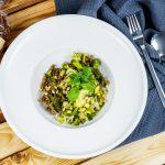 Pasta mit Pesto aus 8 Kräutern & Zedernüssen