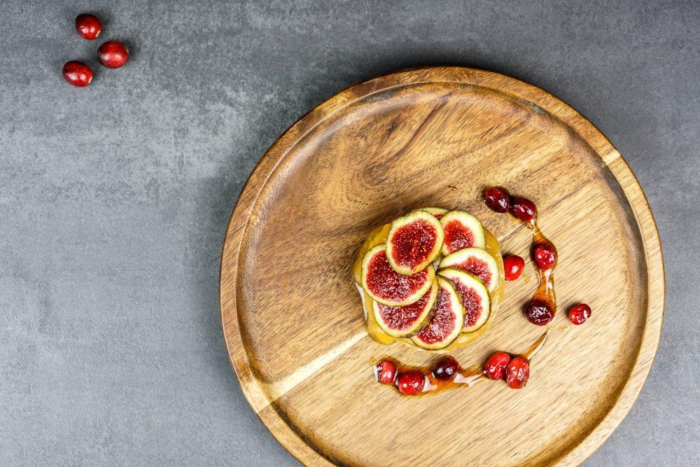 Porridge von gekeimten Dinkelflocken mit Apfel, Sanddorn & Feige
