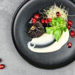 Austernpilze an Blumenkohlcreme, Sprossen & Cranberries