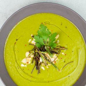 Lauchcreme Suppe mit gebackenem Frühlingslauch