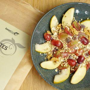 Basisches Herbst-Müsli mit Birnen, Walnüssen und Trauben
