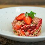 Gekeimtes Nussmüsli mit Erdbeeren & Minze