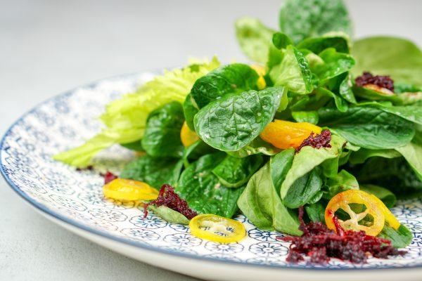 Feldsalat mit Kumquat und rote Bete
