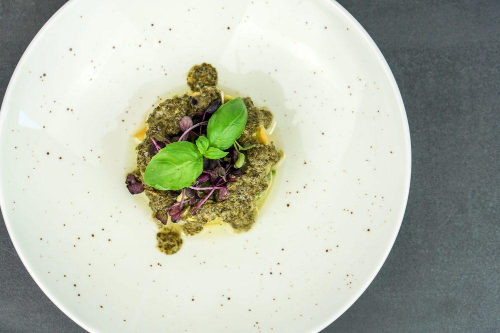 Avocado Tatar mit Charentais Melone & grüner Sauce