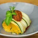 Karotte-Kumin-Terrine an Wacker Mousse gekeimte Bohne & Paprika