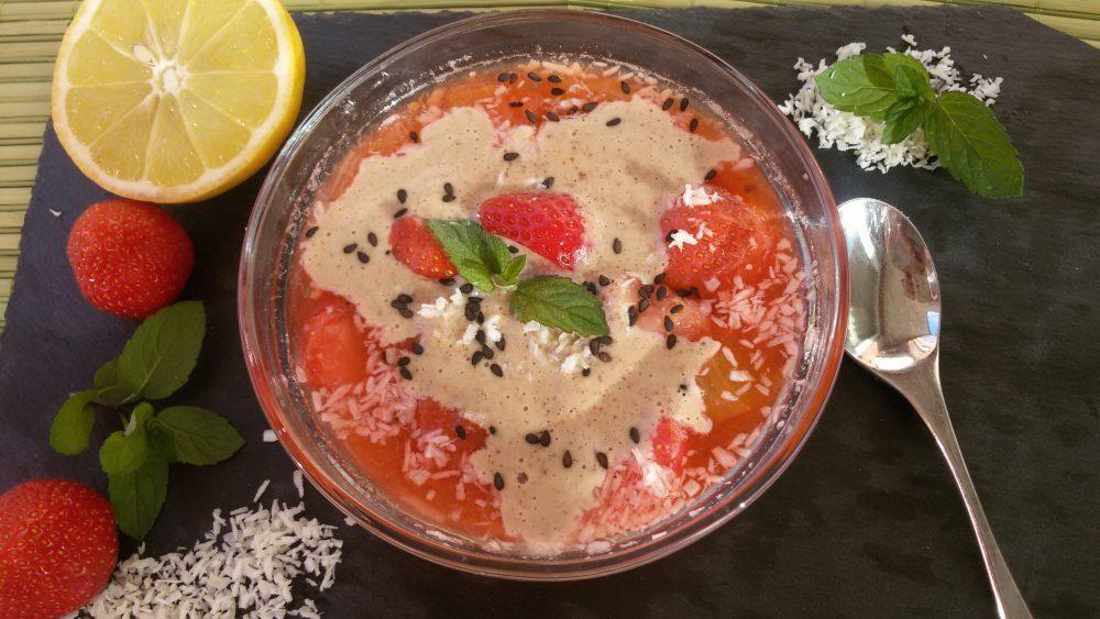 Erdbeeren und Rhabarber mit basischer Vanillesoße