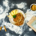 basische Bubble Waffle mit Apfel, Birne, Zimt & Zedernussmus