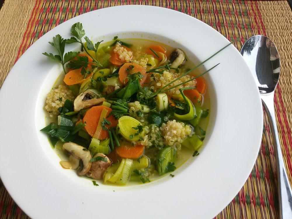 Basenreiche Suppe mit Quinoa