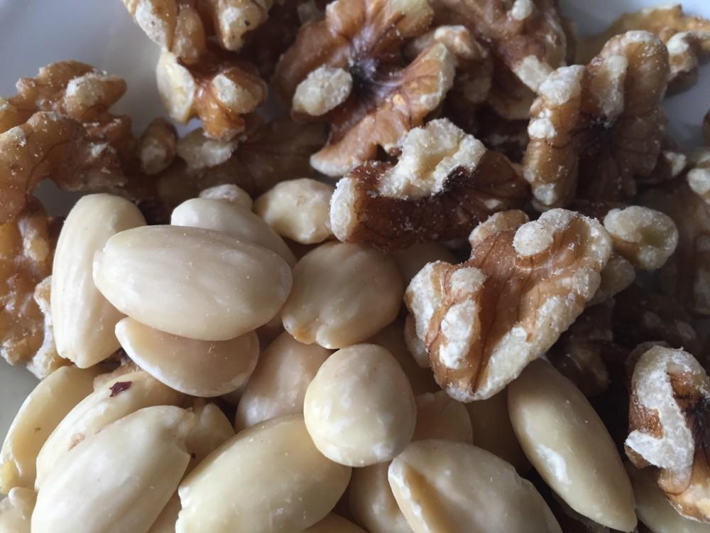 basische Nüsse