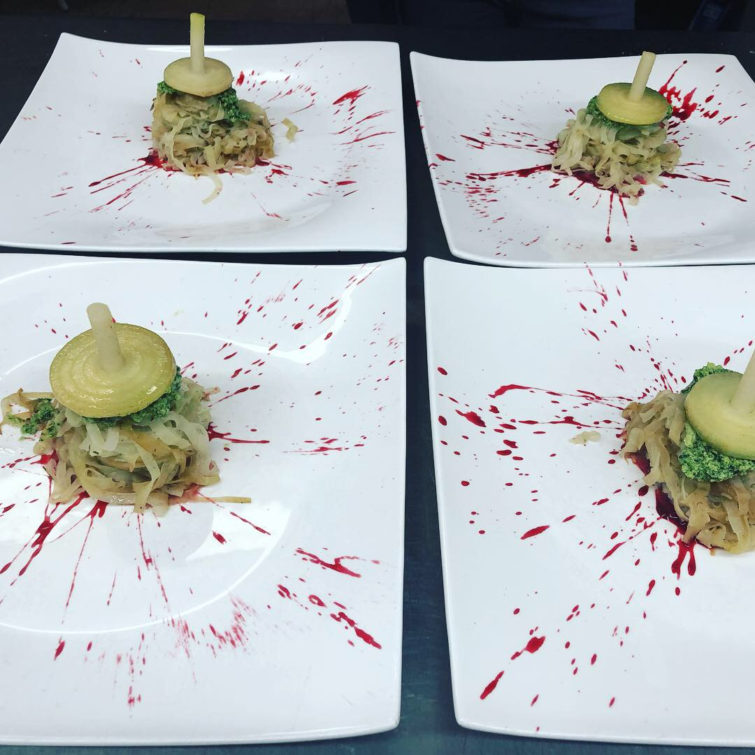 Bloodbath-Kohlrabi-Pasta mit Rauke-Walnuß-Pesto