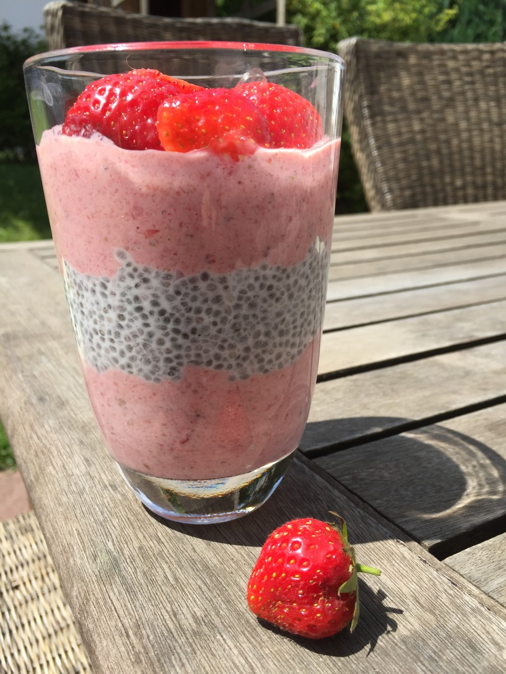 Erdbeerjoghurt mit Kokos-Chia-Pudding