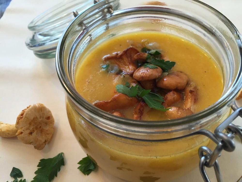 basische Karottensuppe mit Pfifferlingen