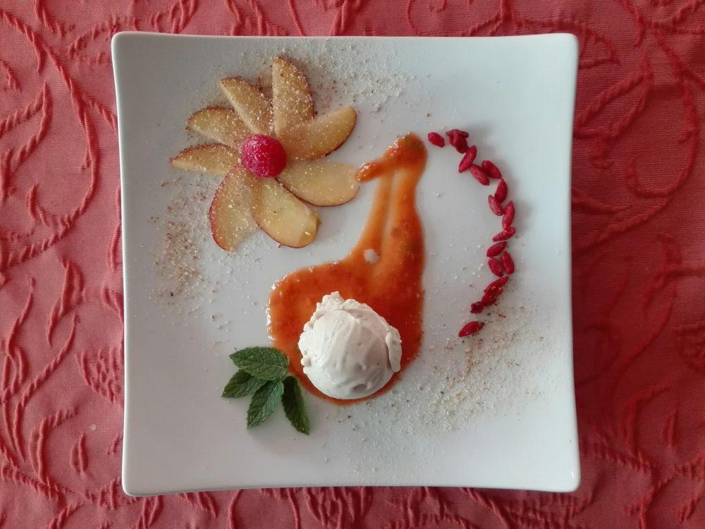 Bananen-Brennnesseleis mit basischem Aprikosen-Brotaufstrich