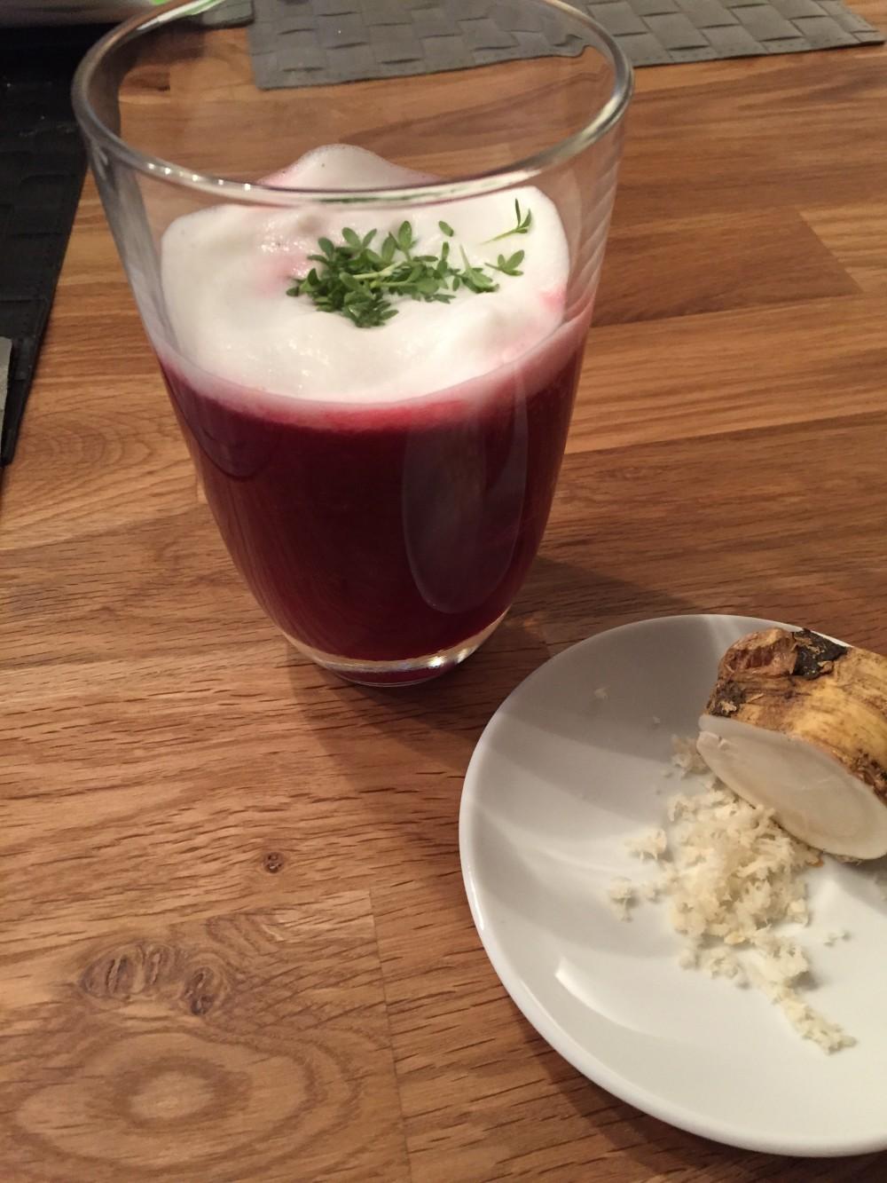 Rote-Bete-Cappuccino mit Meerrettich-Schaum