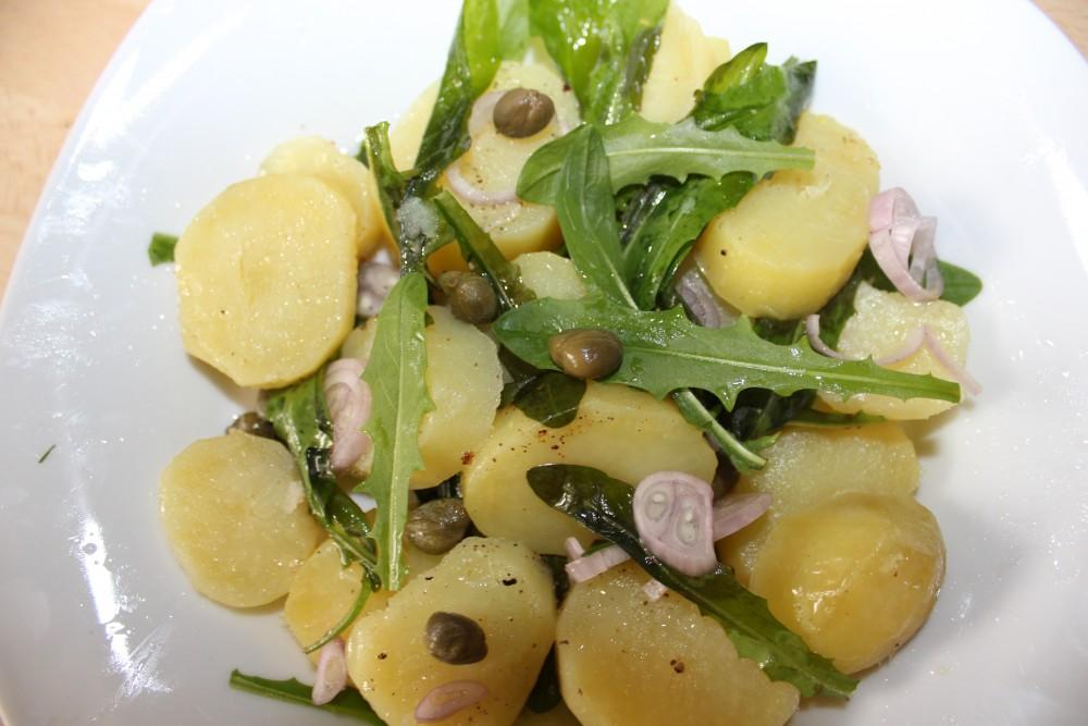 basischer Kartoffelsalat mit Löwenzahn und Kapern