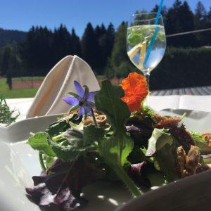 Babyleaf-Salat mit Orangendressing und Feigen