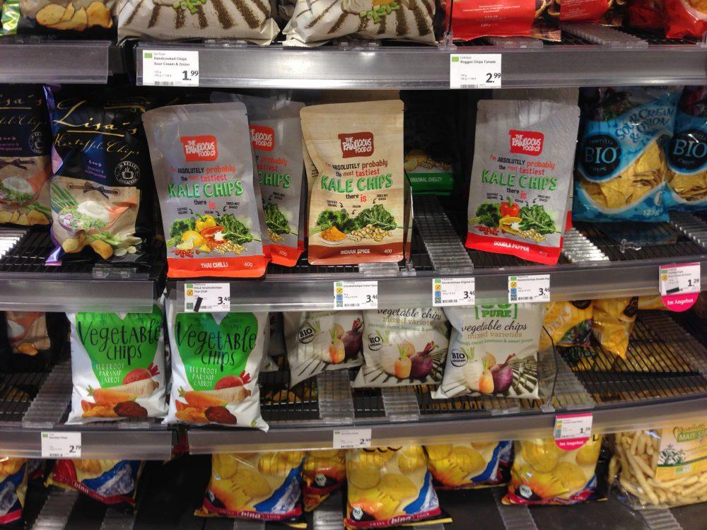 Gemüsechips im Supermarkt