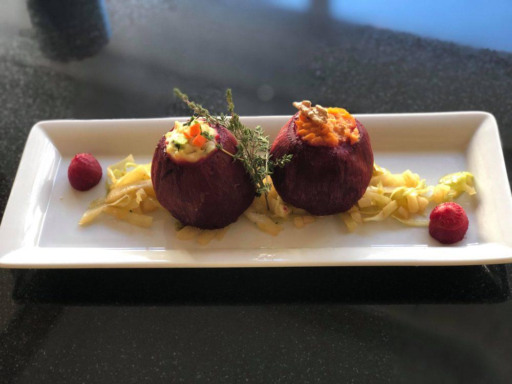 Zweierlei gefüllte Rote Beete auf Spitzkohl-Birnen-Chilikraut