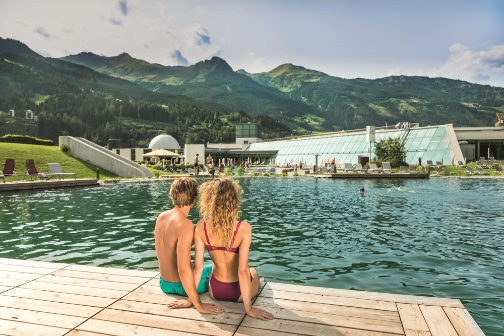 Thermalwasserbadesee mit Blick auf die Alpentherme (c) Gasteinertal Tourismus GmbH, WKrug