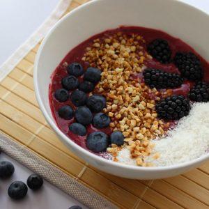 Smoothie-Bowl, basenfasten, Obst, Beeren