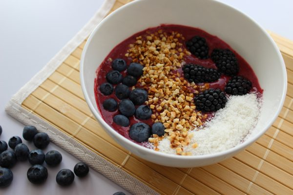Brombeer-Smoothie-Bowl