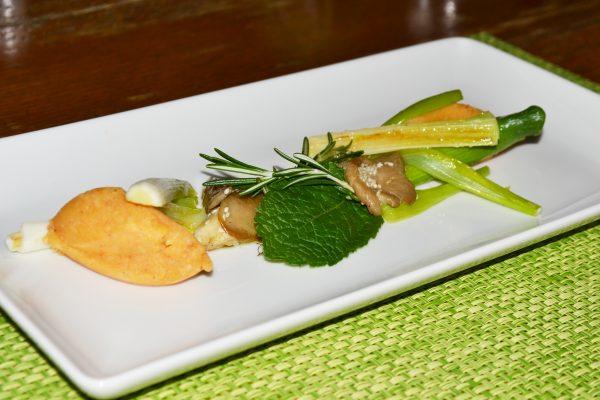 Süßkartoffel-Currypüree mit glasierten Jungzwiebeln und Shiitake-Pilzen