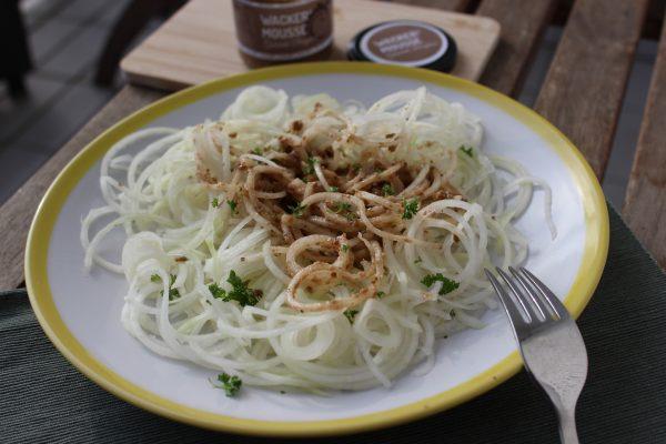 Gemüsepasta mit gekeimter Berglinsen-Mousse