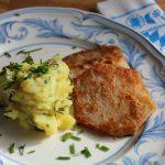 Kohlrabi-Schnitzel auf Wiesen-Kartoffelbrei