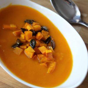 Kürbis-Suppe mit karamellisierten Croutons