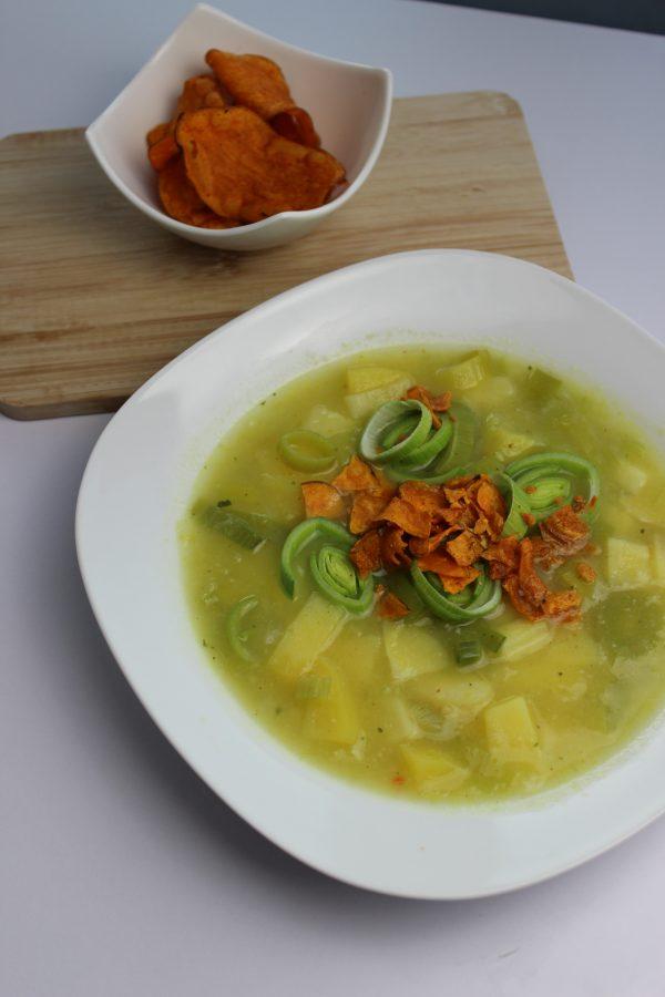 Lauch-Potatoe-Suppe mit Süßkartoffelcrunch