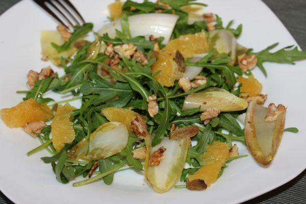 Lauwarmer Chicorée-Walnusss-Salat