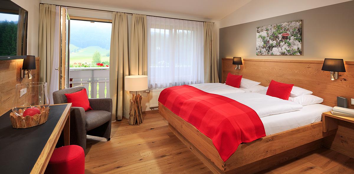 eines der modernen und gleichzeitig urigen Zimmer des Natur-Landhaus Krone im Allgäu