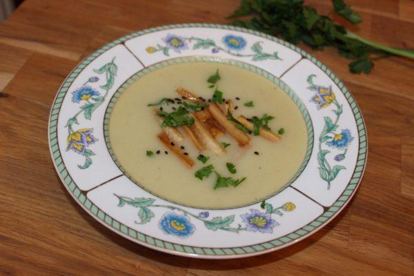 Pastinaken-Sellerie-Suppe